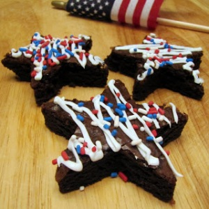 These have a white drizzle with red, white, and blue drizzle. Also look quite delicious, at least to me.