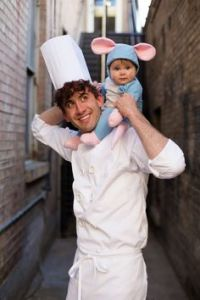 Yes, this is a dad and kid costume from Ratatouille. And yes, these two look so adorable.