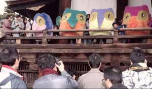 Really, Japan? A bunch of owls made with the magic of MS Paint? What the hell? You're supposed to have the cuteness thing nailed flat. You could've at least gone with Hello Kitty or any other cute anime creature. Sheesh.