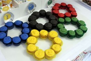 And like the rings, they're in 5 different colors. Makes a great champion addition to an Olympic dessert platter.