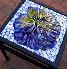 Well, here's a large pansy of mosaic tile. All in its spring glory, in fact. Love it.