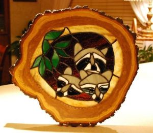 I guess this is inlaid into a tree trunk slice. Still, the raccoons are so adorable.