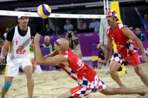 Seems like the US men's beach volleyball team decided to use some of the tablecloth pattern from Norway. Luckily not many people watch men's beach volleyball anyway to notice.
