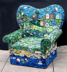 However, I don't think it's comfortable to sit in. But I'll put it in my mosaics post since it's rather unique.