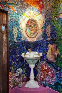 Now I know it's not uncommon for bathrooms to have ocean themed decor. But this takes it to a new level, especially in mosaics.