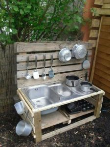Someone must've made this from pallets and a kitchen sink. However, running water not included.