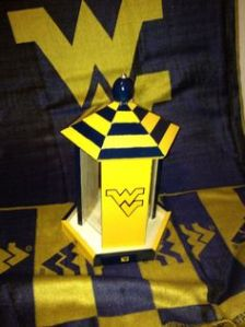 It's very simple but it's well painted with blue and yellow. Perfect for any Mountaineer fan.