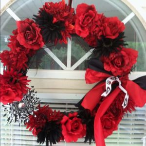 For a team with a rather intimidating mascot, this is a very beautiful wreath. I'm sure any fan would enjoy this in their home.
