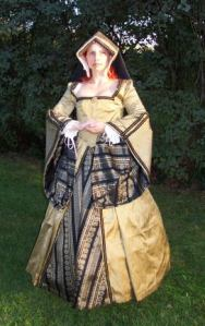 You've probably seen a dress in a painting of one of Henry VIII's wives. Wonder if this woman is playing Katherine of Aragon.