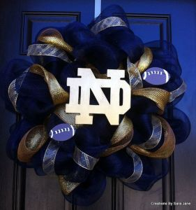 Love how the gold logo stands out from the blue. Wouldn't mind having this at my door. Not sure if I'd want a Notre Dame one though.