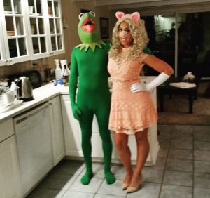 Luckily for Piggy, she'll see plenty of costumes of moi on this post. So will Kermie who's in a skin tight green body suit.