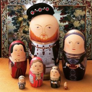 Henry VIII is the biggest while each wife is depicted in descending order. Sorry if Anne Bolelyn and Katherine Howard don't come with detachable heads.