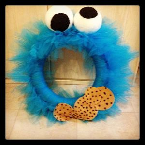 Like how the eyes are in different directions like Cookie Monster's. Also like the cookies at the bottom. So cute.
