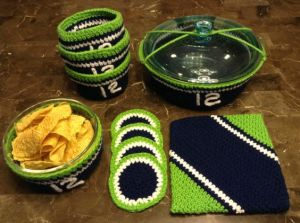 Includes coasters, bowl warmers, and a table cloth. Perfect for gaming occasions.