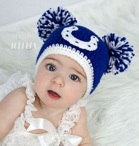 Yes, I know it's another pom pom hat. But it's in a different style than the one from Denver. So cute.