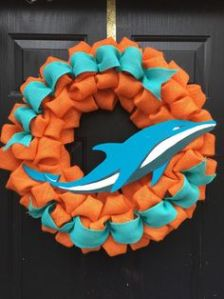 And an aquamarine dolphin in front of the wreath, too. Even though most real life dolphins aren't even that color.