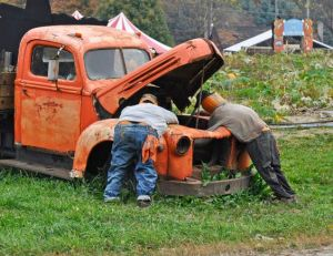 Well, that's one way you can reuse an old busted truck. Like the scarecrow pumpkin mechanics the best though.