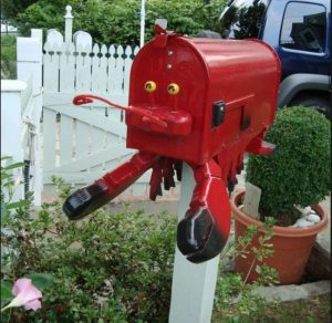 Now that's a funny looking lobster. But since it's a mailbox, I'll allow it.