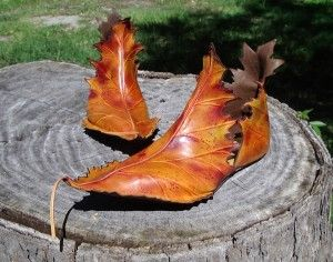 Kind of remind me what you'd see Robin Hood wear. If he tried living off the land a little more. Then again, leaf shoes wouldn't look like these.