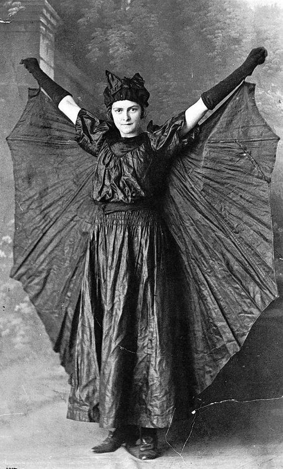 Vintage Halloween Costume Pictures.The Dark Scary World Of Vintage Halloween Costumes Second Edition