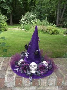 Now this is a kind of wreath a witch would want. Doesn't hurt that it has some flowers.