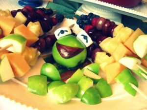 This one has Kermit as an apple centerpiece. But it's still a delightful Muppet platter.