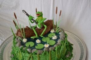 After all, Kermit is a swamp frog from the American South. So playing a banjo makes sense though he doesn't have an accent.
