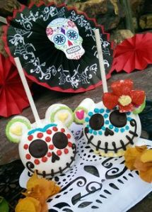 Yes, these are Mickey and Minnie Mouse skull candy apples. Disney isn't just popular in the states, you know.
