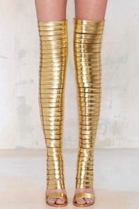 Yes, these gold boots go up to one's knee in gold rings. Not sure if they're flattering though.