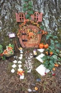 Since it's fall, the gnomes didn't have to do much to their place. Just decorate the front door for trick or treaters.