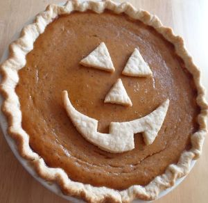 You just make a jack-o-lantern face in the crust. Simple as that. Clever.