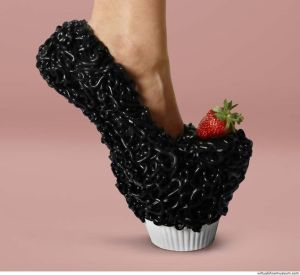 However, I don't think it offers great foot support at the heel. But it has a nice strawberry on top.