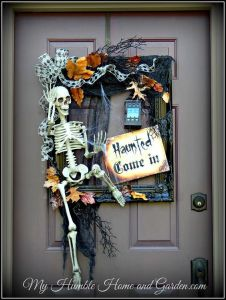 I'm impressed by how skeletons can be so hospitable. Love how they used a picture frame for this, too.