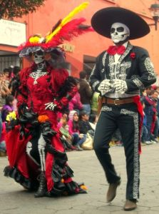 Here we have a La Catrina and a mariachi. Both seem a bit dead on the outside but are actually quite lively.