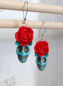 If these skulls were surrounded by other flowers, they'd be perfect with the pendant necklace. But they don't. Then again, sometimes it's best to be simple.