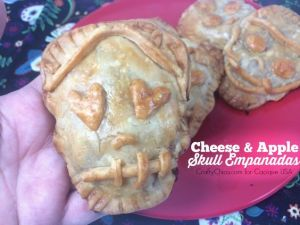 Guess these are small apple pies. Like how this skull one has heart eyes.
