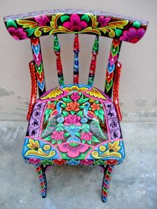 It has two peacocks on the seat. Not to mention, even the chair back and legs are painted in bright colors.