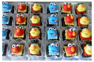 Includes Cookie Monster, Elmo, and Bert. And each brownie has its own cup.