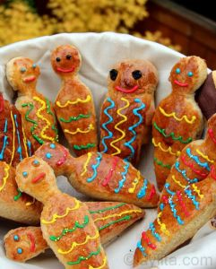 "Well, this is Pan de Muertos or ""bread of the dead."" Not sure what it's used for. But I do like these bread figures."