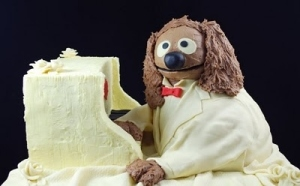 Here he is at a white piano and in a white suit. But he's still typical Rowlf.