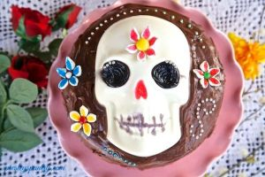 Here we have another doable skull cake. Can also double as a Halloween cake. Then again, so can most of these treats.