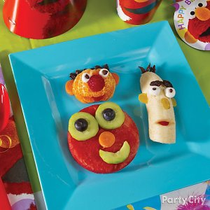 Includes, Ernie, Bert, and Elmo. Not sure about Elmo having kiwi eyes. Makes him look like a loon.