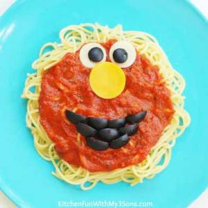Doesn't hurt that Elmo's face can be done on top of tomato sauce. Like the olive mouth.