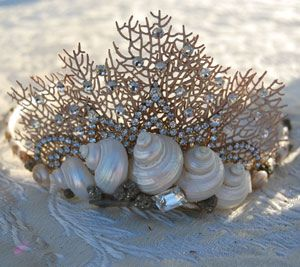 Unfortunately, I couldn't find appropriate seashell crafts on Pinterest for a seashell bra. Because I know the shells involved are fake.