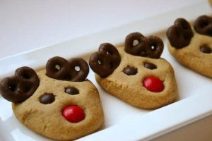These use M&M eyes and nose as well as chocolate pretzel antlers. At any rate, they're so adorable.