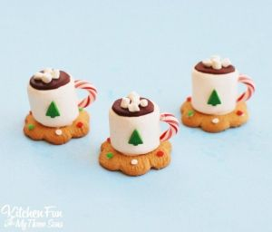 These come with a marshmallow cup and a cookie coaster. Love the candy cane handle and marshmallows on top.