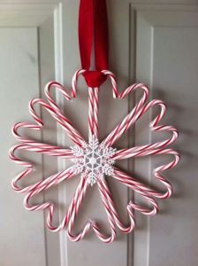 Okay, there's a snowflake in the center. But still, this looks quite sensational to hang in front of your door.