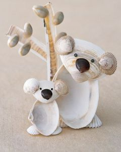 Who knew you could make koalas out of clam shells. These are adorable. Comes with eucalyptus tree.