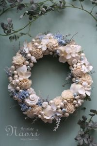 Okay, the flowers might be fake. But it seems like great decoration for any beach side wedding or home.