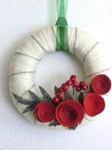 Well, this is a rather simple wreath. Like how it's Christmasy without being over the top. Lovely.